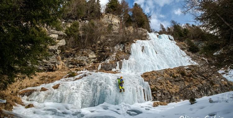 Ice climbing in Pitztal
